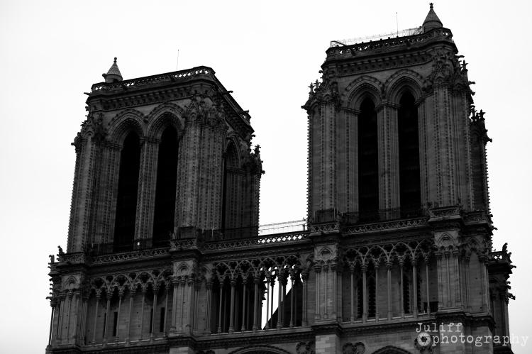 Notre Dame B&W